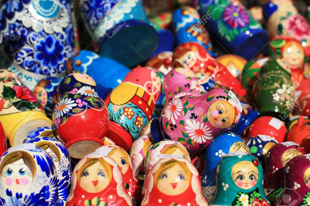 Russia, Moscow gift shop with colored dolls - 46099366