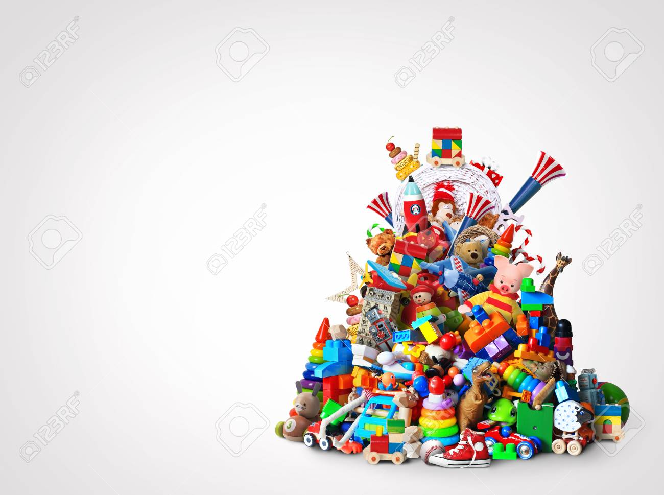 Huge pile of different and colored toys - 87014774
