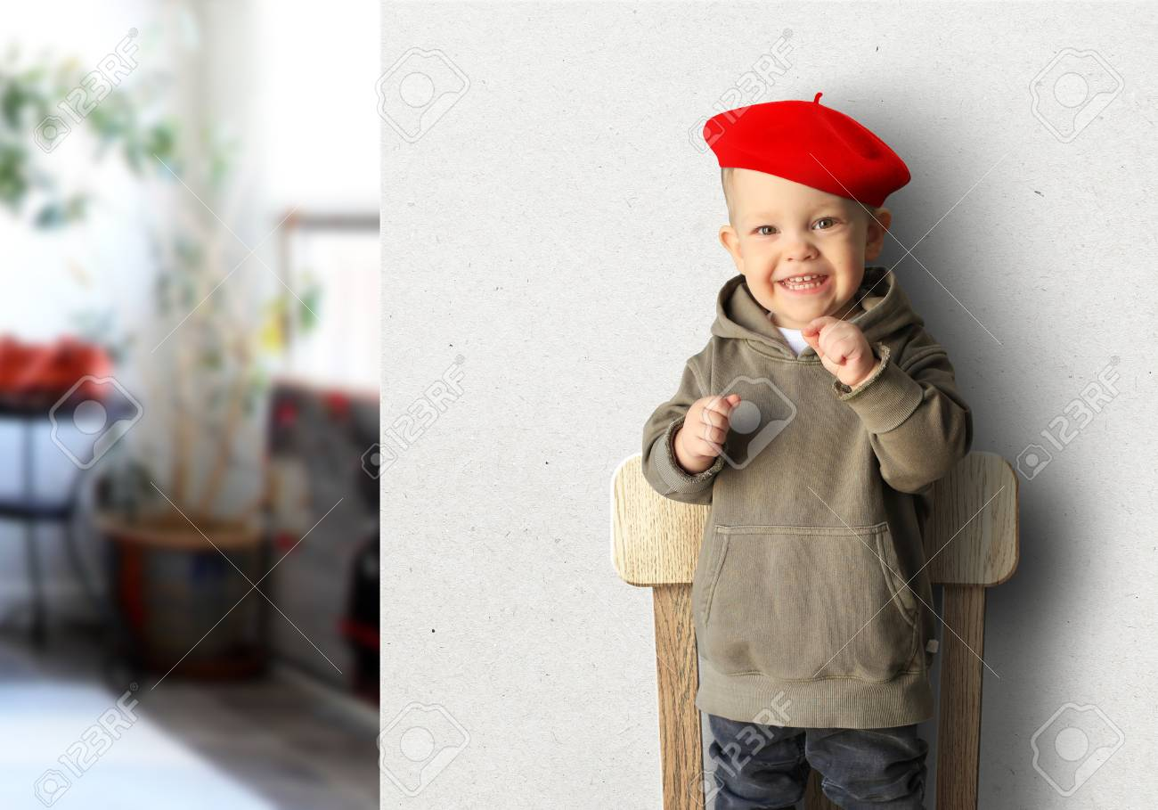 Little boy in a red beret is smiling Stock Photo - 98888991 58985e5c0a5