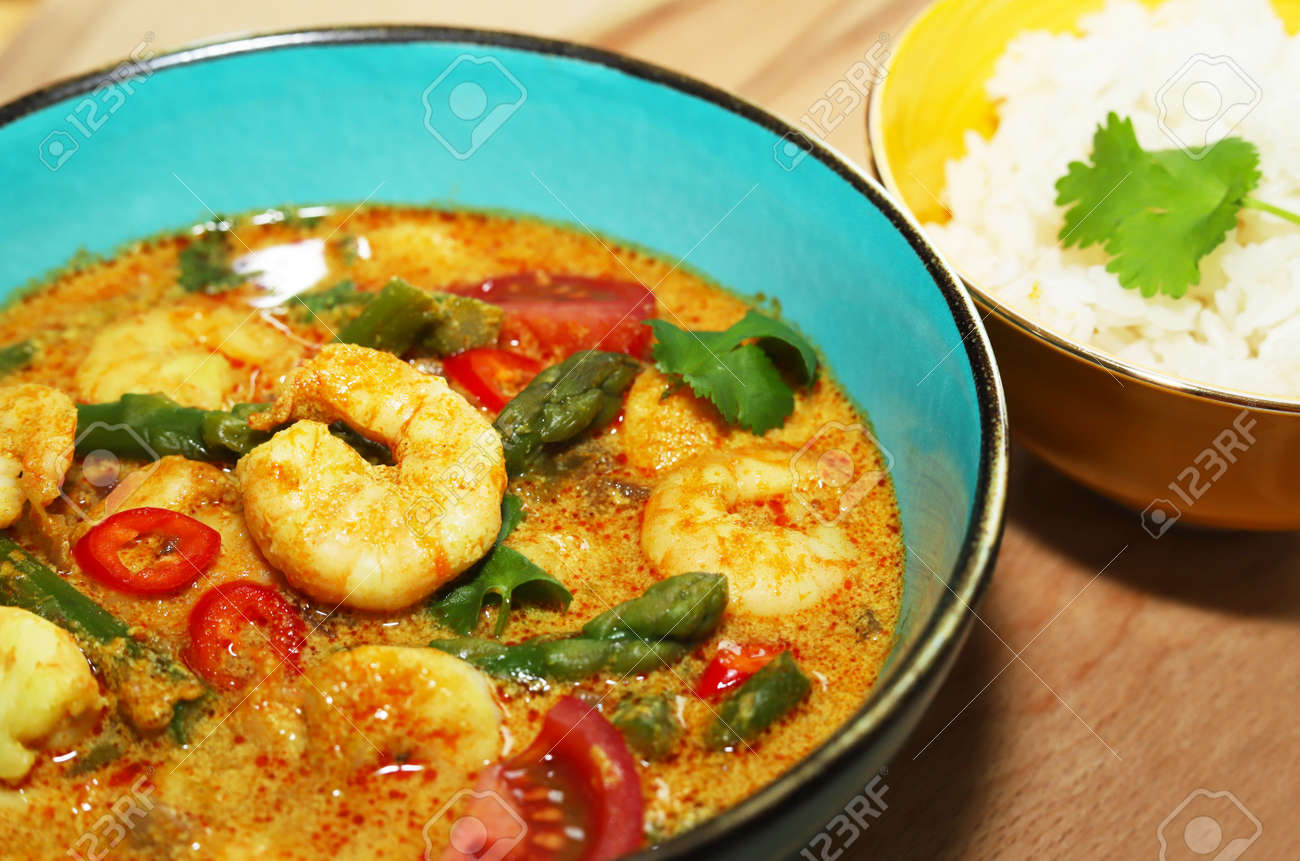 Delicious shrimps with asparagus in curry sauce. - 157680201