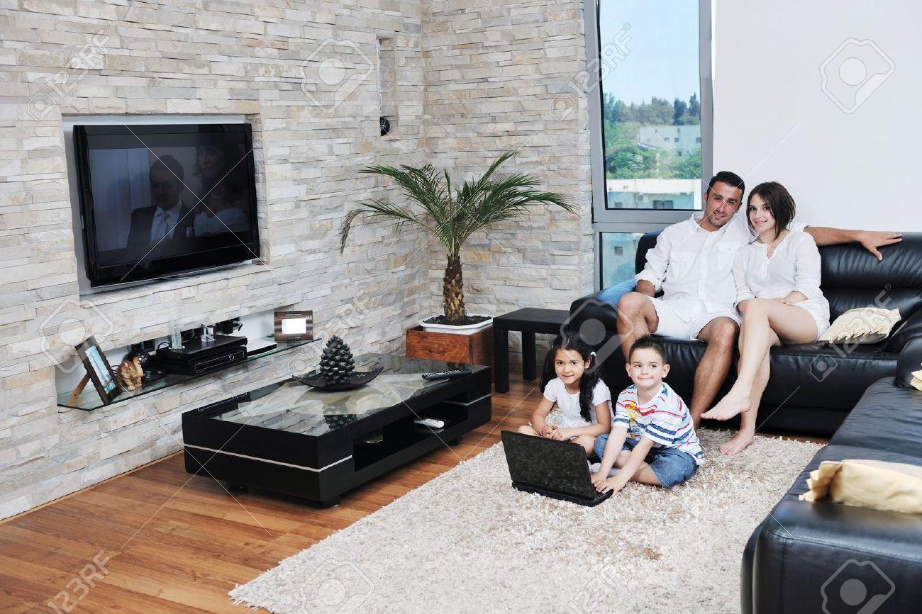 Счастливая семья интерьер