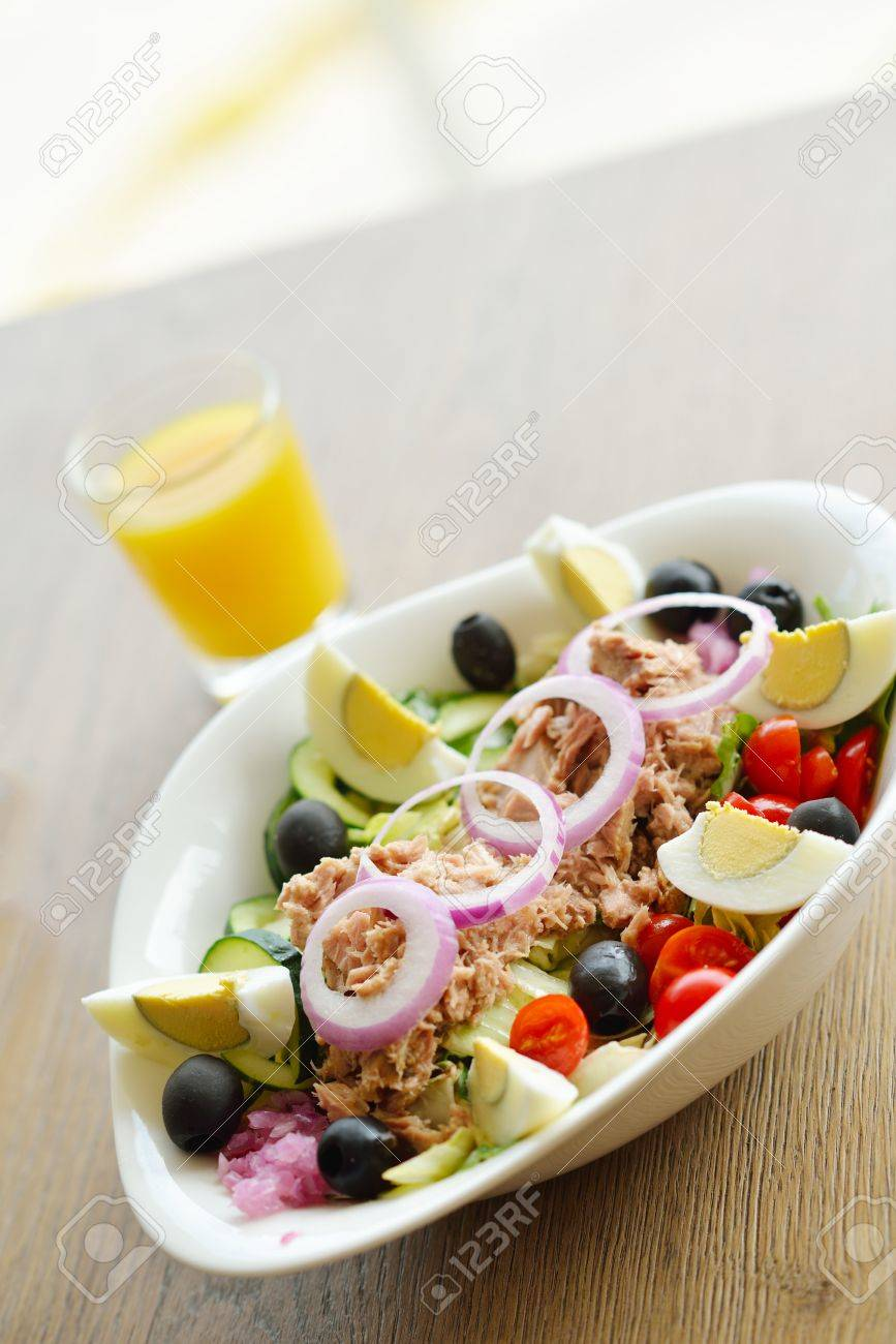 healthy food salad wiht vegetables and tuna fish Stock Photo - 15097039