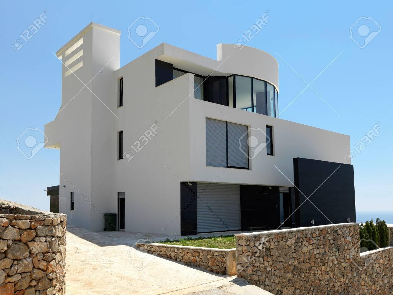 Außenansicht eines modernen haus moderne villa lizenzfreie fotos