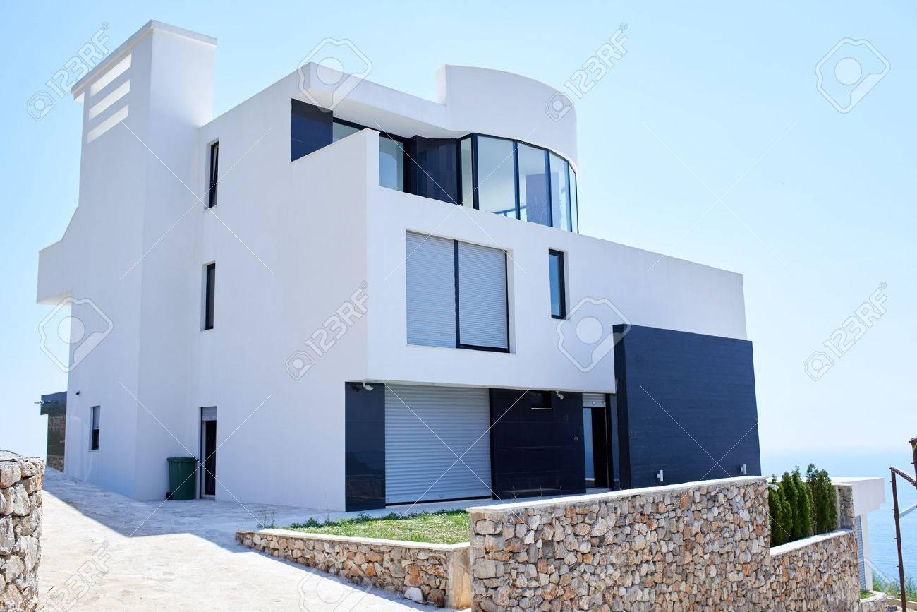 Außenansicht Eines Modernen Haus, Moderne Villa Bei Sonnenuntergang ...