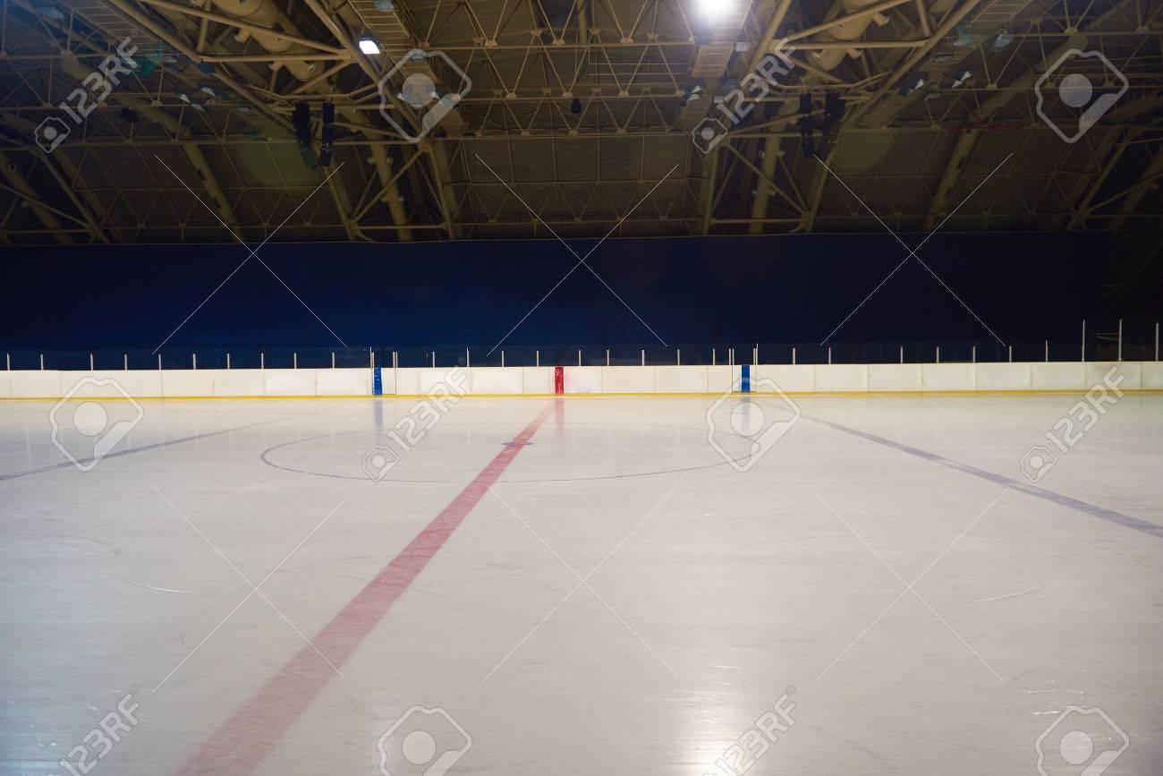https://previews.123rf.com/images/dotshock/dotshock1510/dotshock151000284/45776453-vide-patinoire-hockey-et-patinoire-int%C3%A9rieur.jpg