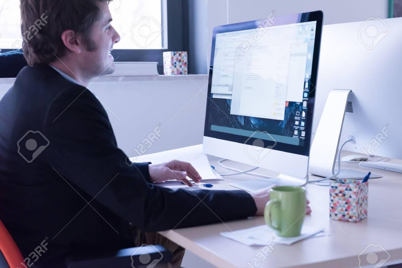 Entreprise de démarrage développeur de logiciels travaillant sur