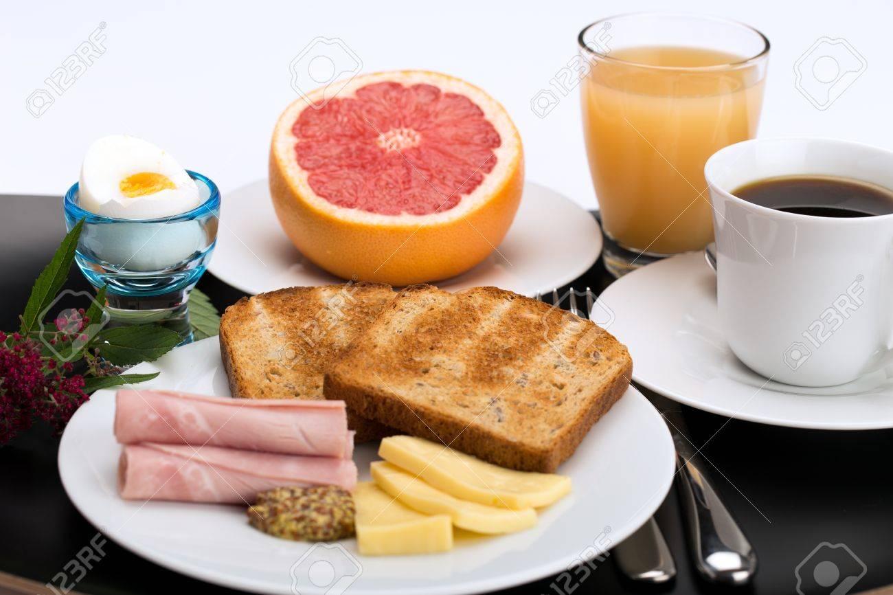 Jeudi 17 novembre 20849409-Petit-d-jeuner-avec-du-pain-grill-jambon-fromage-oeufs-pamplemousse-jus-de-fruits-et-caf--Banque-d'images