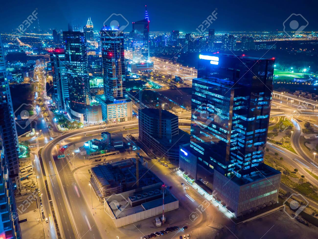 Panorama of the Dubai area with a road junction and traffic at night. - 123849942