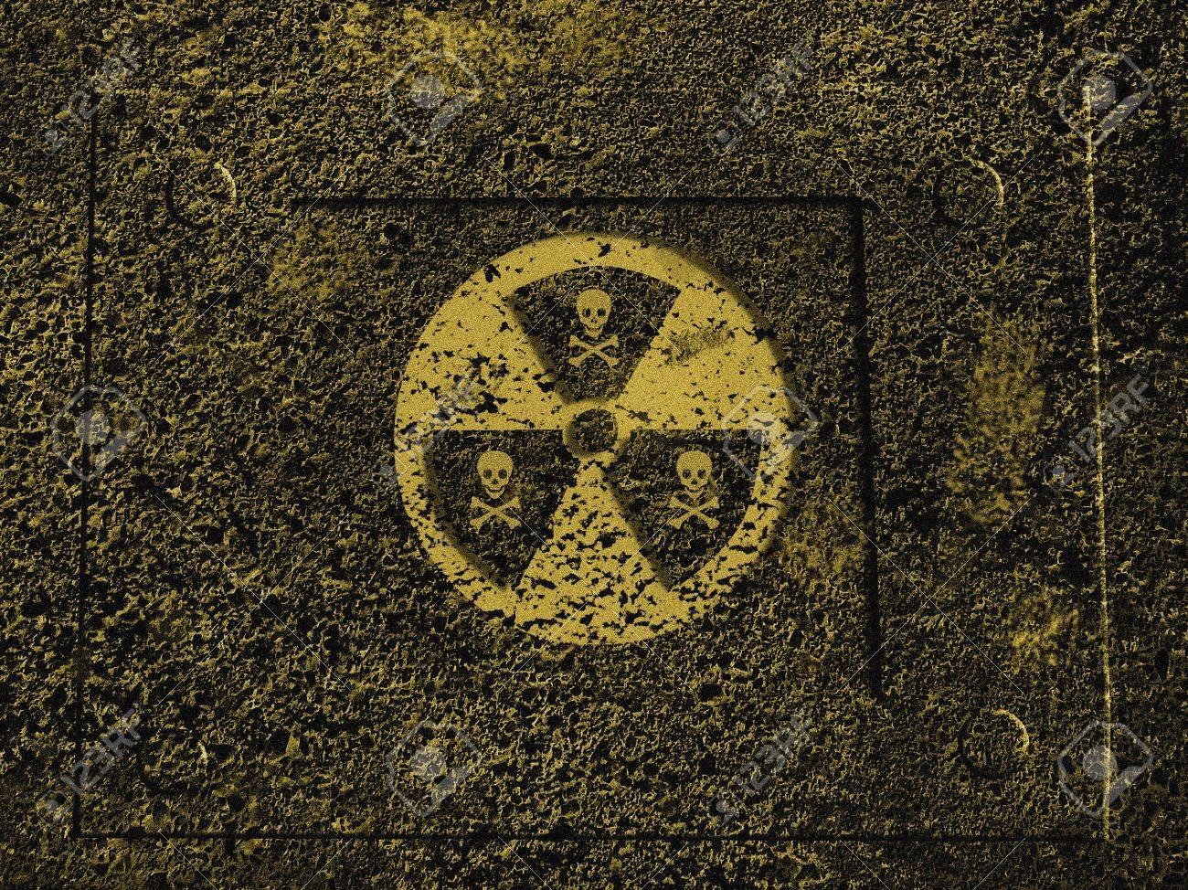 Warning sign : nuclear danger Stock Photo - 954537