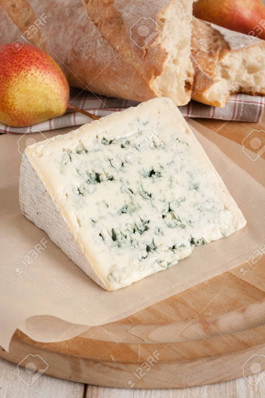 bleu d auvergne a creamy french blue cheese with french bread