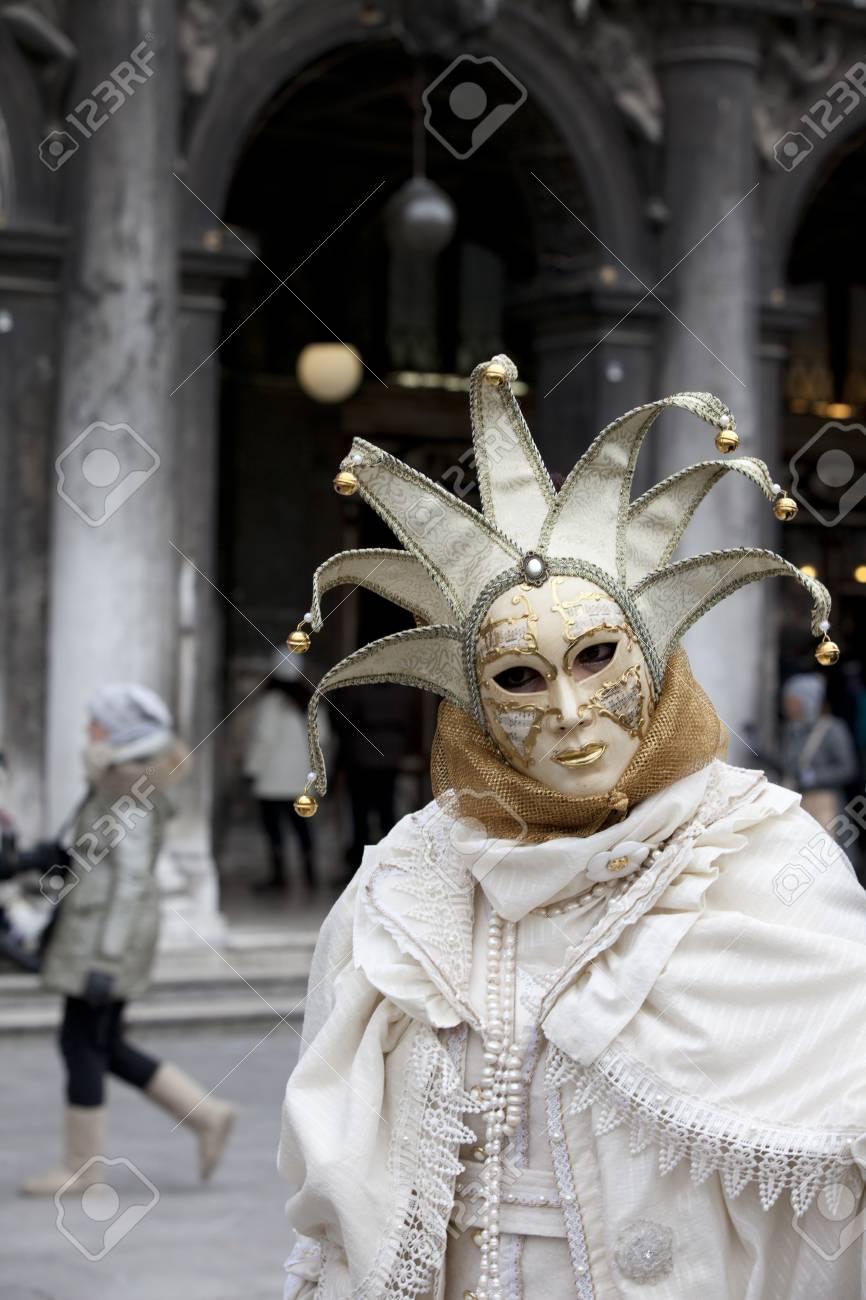 più nuovo di vendita caldo codice coupon bene Venezia, Italia - 11 febbraio 2012: Donna con il tipico costume di  carnevale veneziano al Carnevale di Venezia. Girato in Piazza San Marco. Il  ...