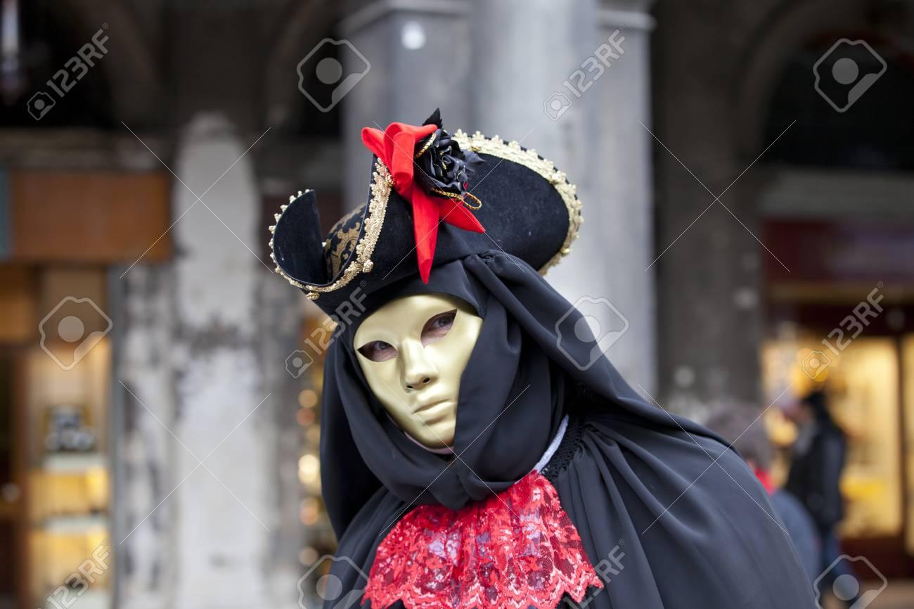 De Sur Place Typique Février Costume Avec VeniseItalie 2012Femme Carnaval VeniseTir 11 Du Saint Vénitien La MarcLe qMUpLzSVG