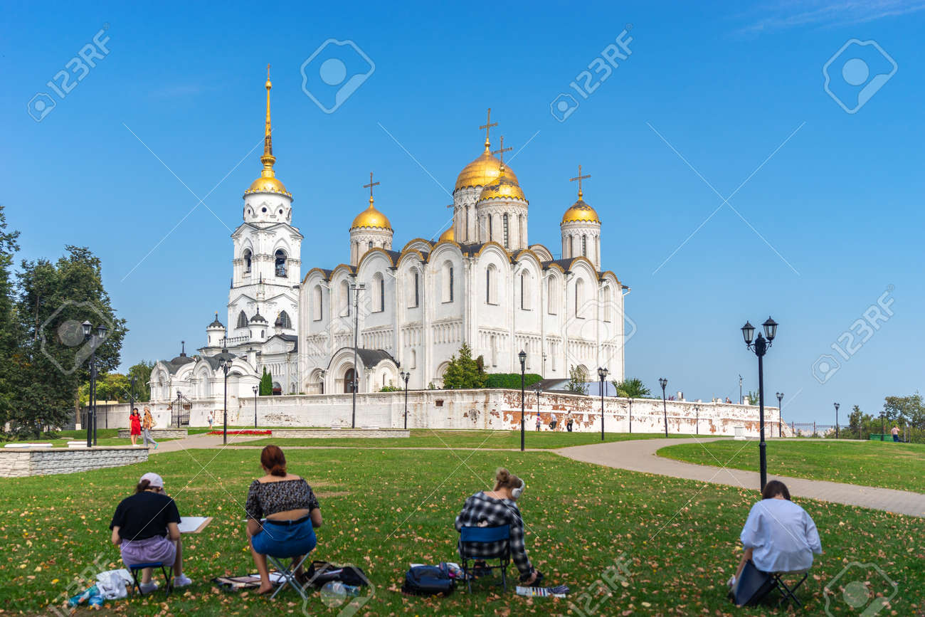Vladimir, Russia - August 18, 2021: A people artist paints a picture a holy Assumption Cathedral Orthodox church outdoors in the autumn sunny day in the park - 173498426