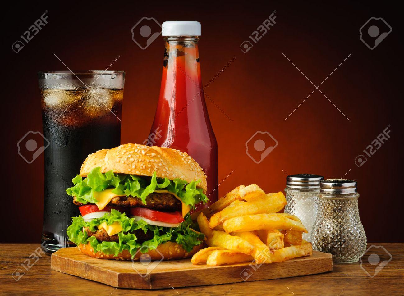 Stilleben Mit Fast-Food-Hamburger-Menü, Französisch Frites ...