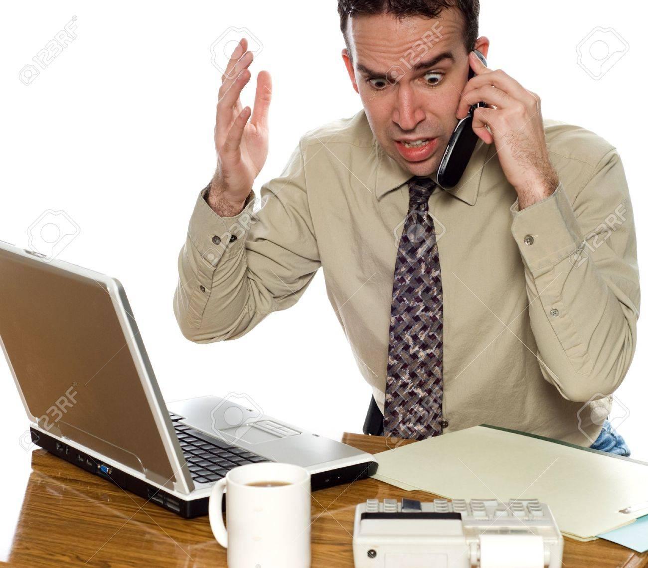 Immagini divertenti - Pagina 4 4522814-Stressato-contabile-parlare-per-la-sua-cellulare-isolato-su-uno-sfondo-bianco-Archivio-Fotografico