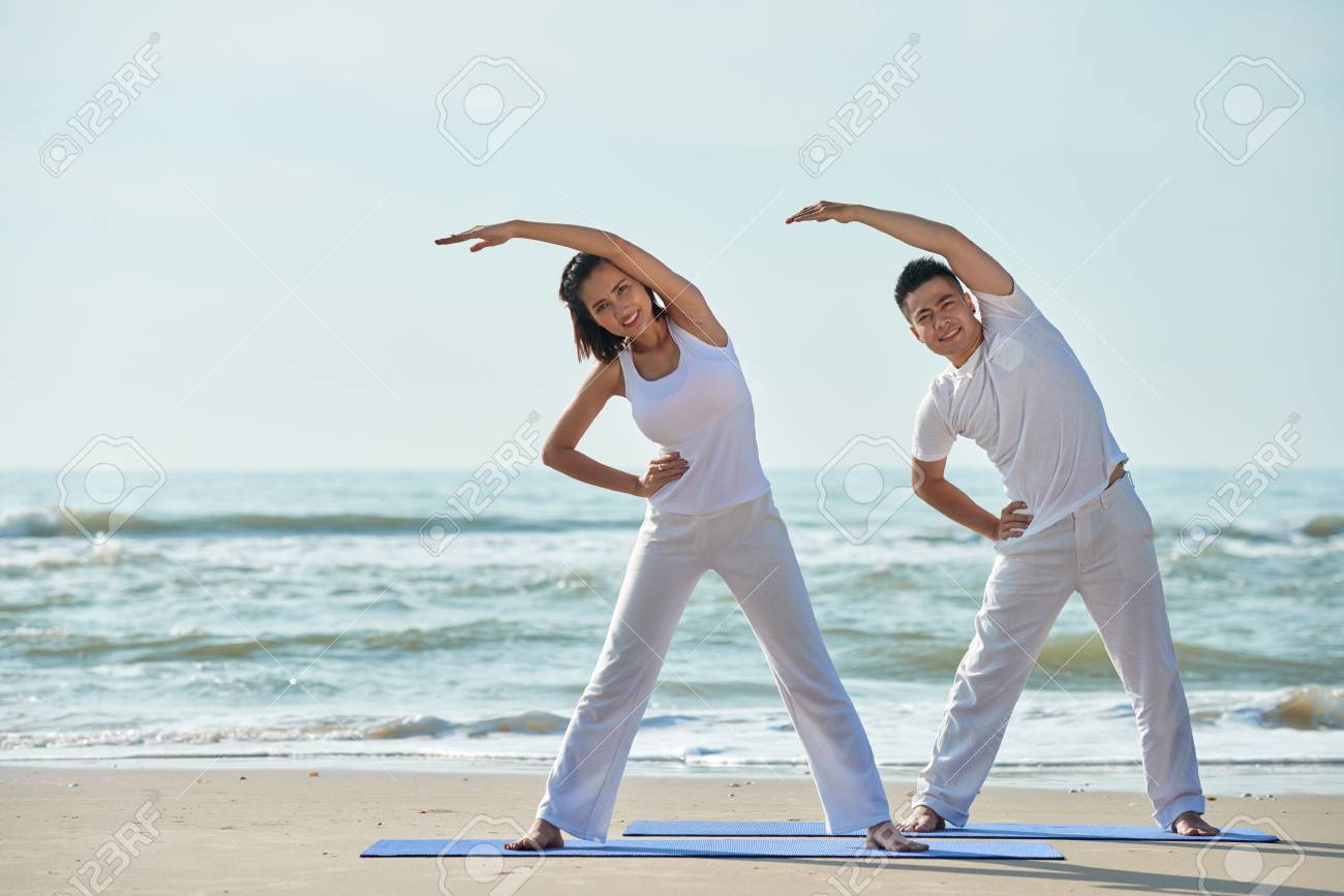 Exercising couple - 98401416