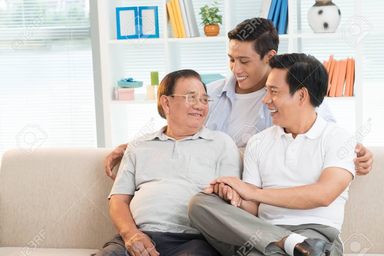 Three generation family - 100392676