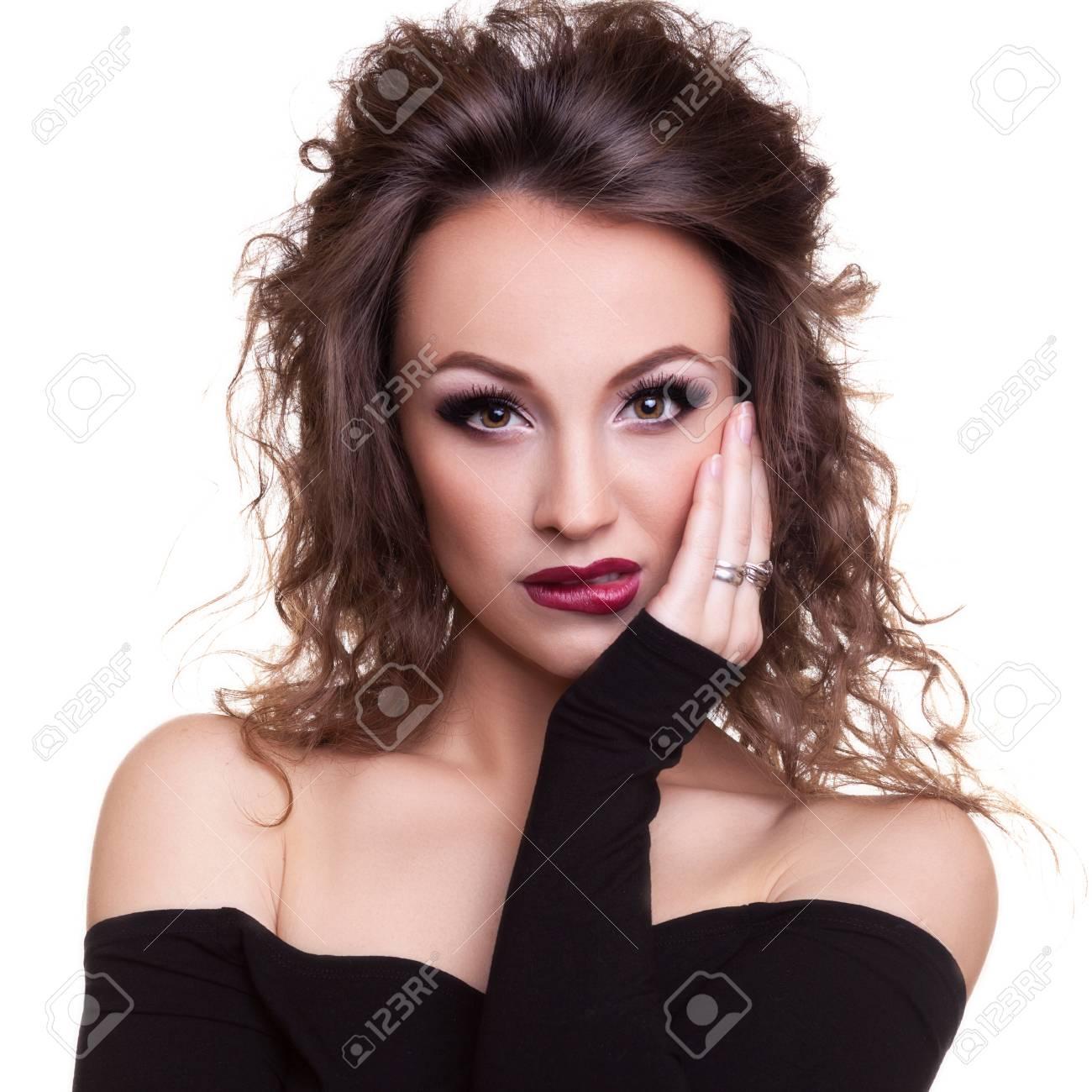 Maquillaje para vestido negro blanco