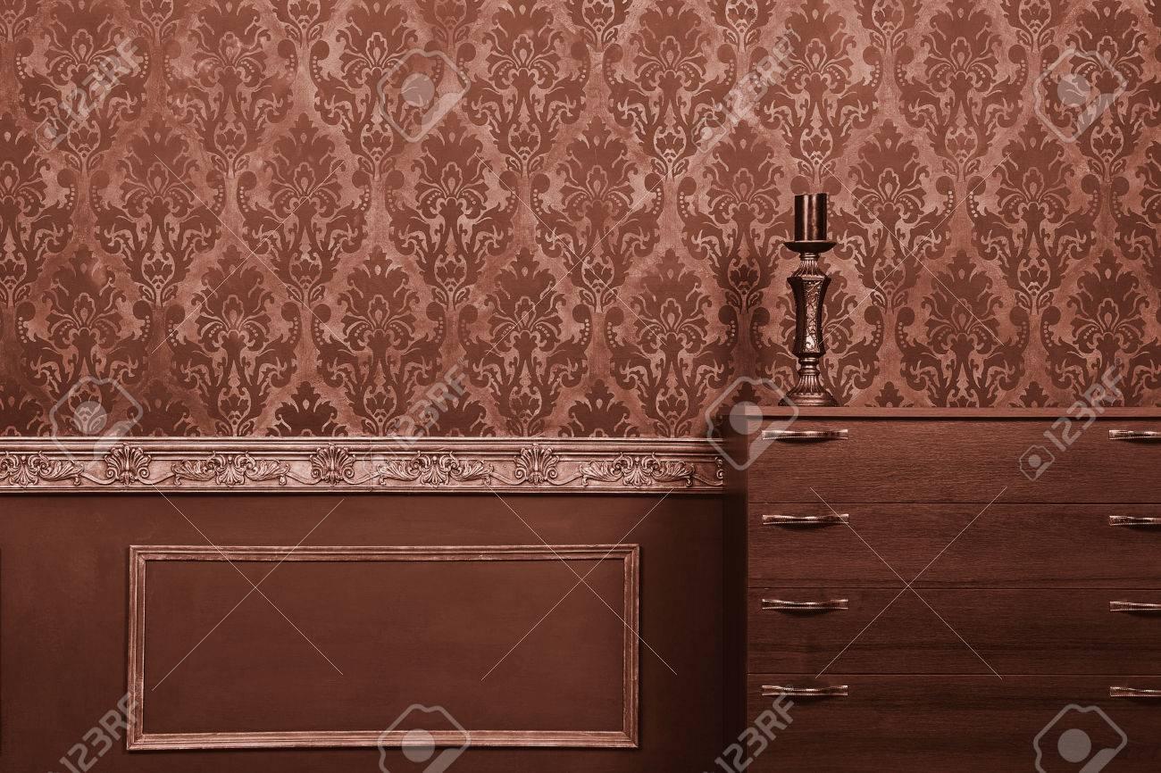 Kerze Auf Möbel Im Vintage-Zimmer Mit Rokoko-Muster. Rich-Rokoko ...