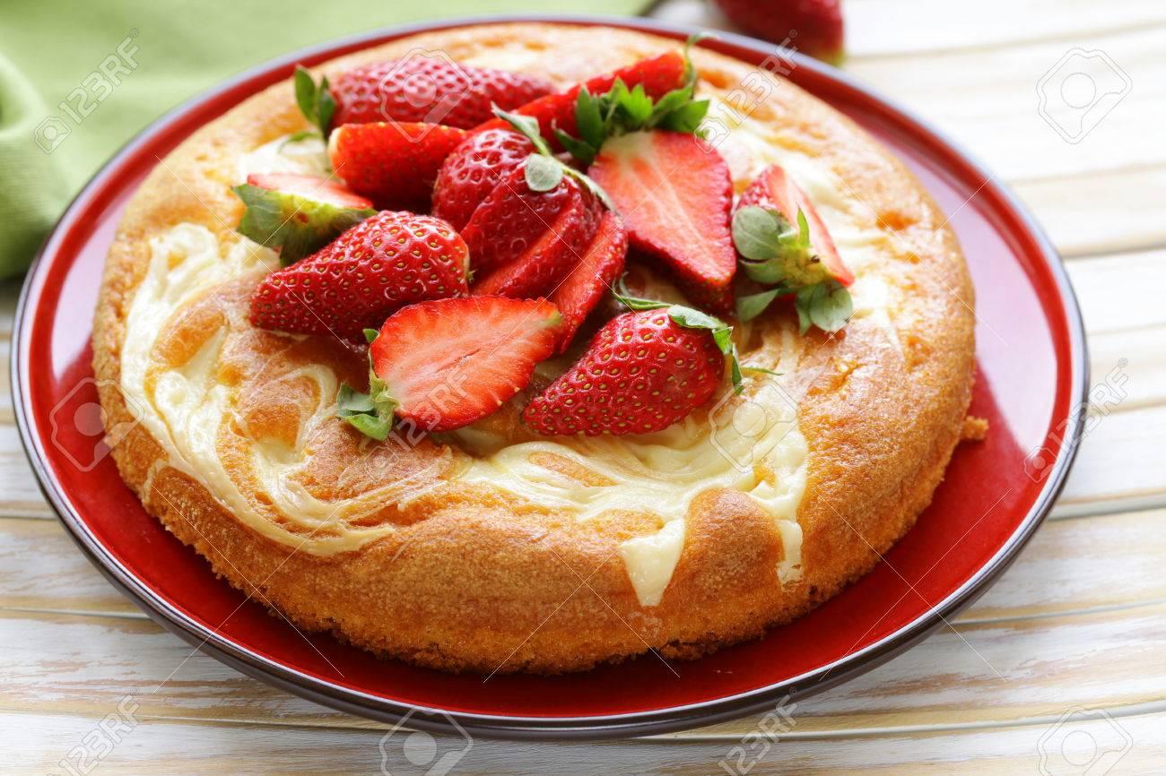 Vanille Kuchen Mit Frischen Erdbeeren Sommer Geback Lizenzfreie