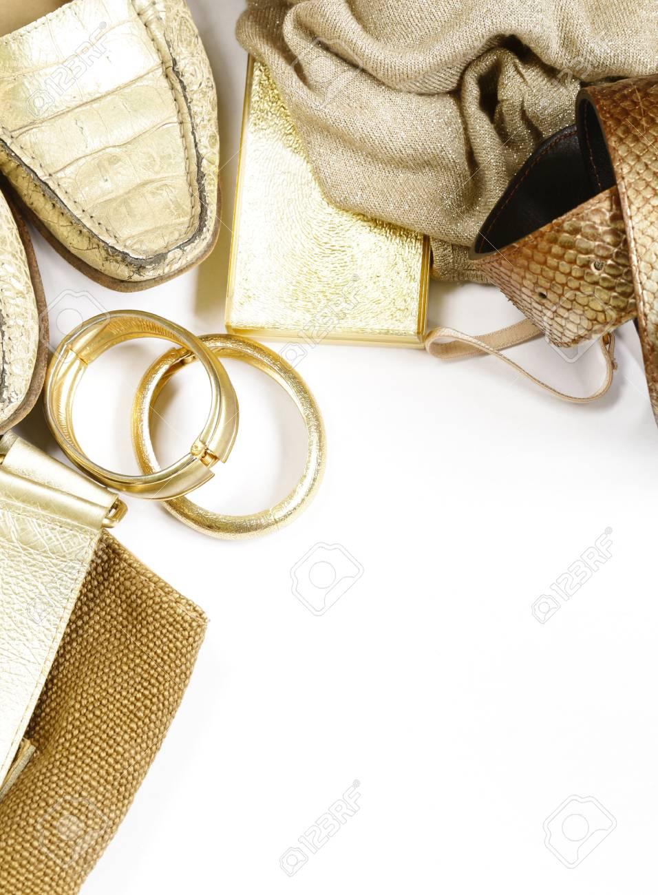 Accessoires de mode pour les femmes sac à main, un foulard, une ceinture et des bijoux
