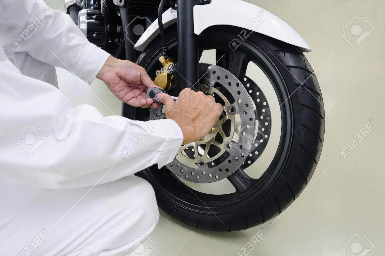 Motorcycle maintenance - 76075768