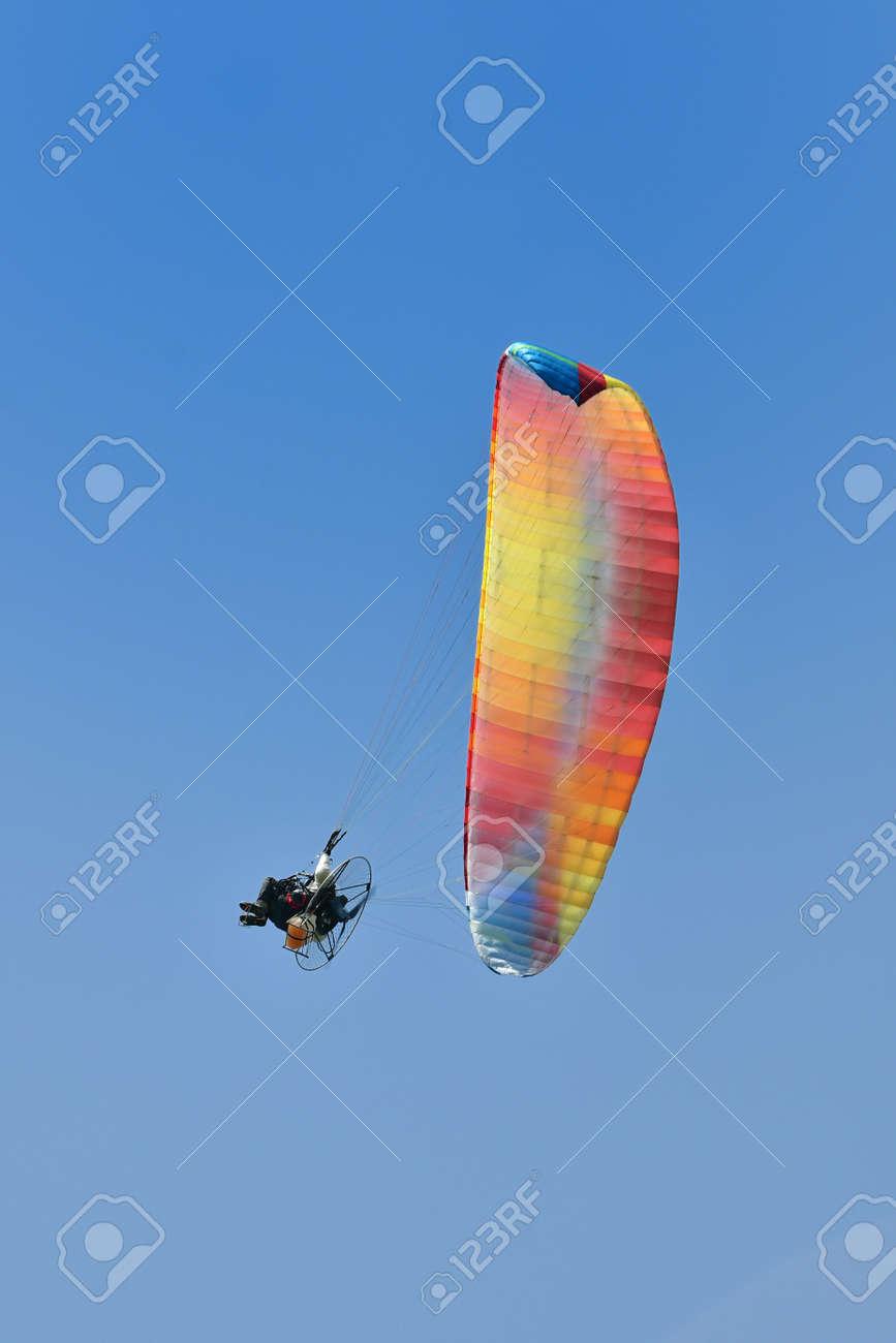 Motor paragliding in flight - 168798189