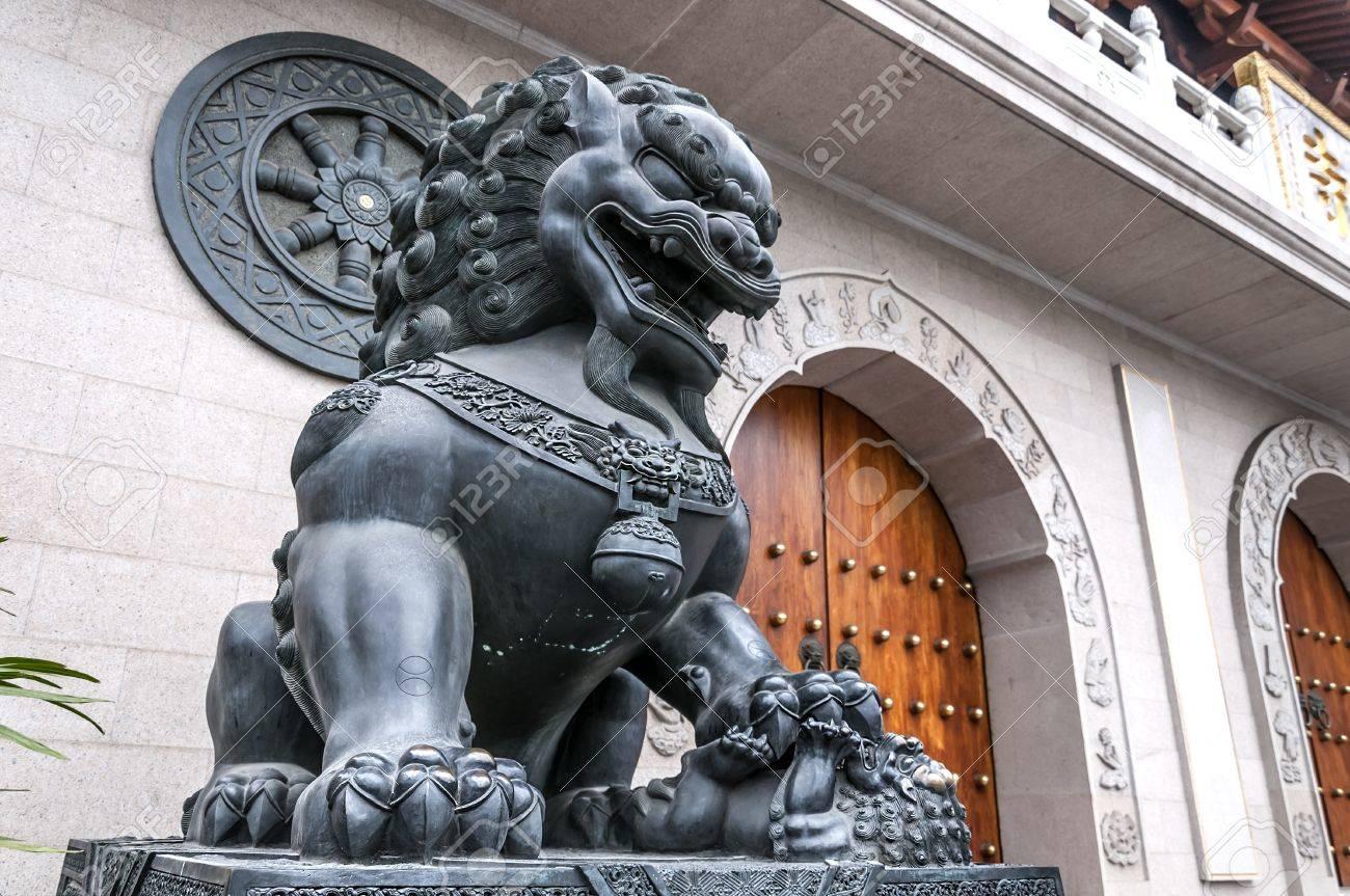 Statue of Lion, Shanghai, China Stock Photo - 15660046