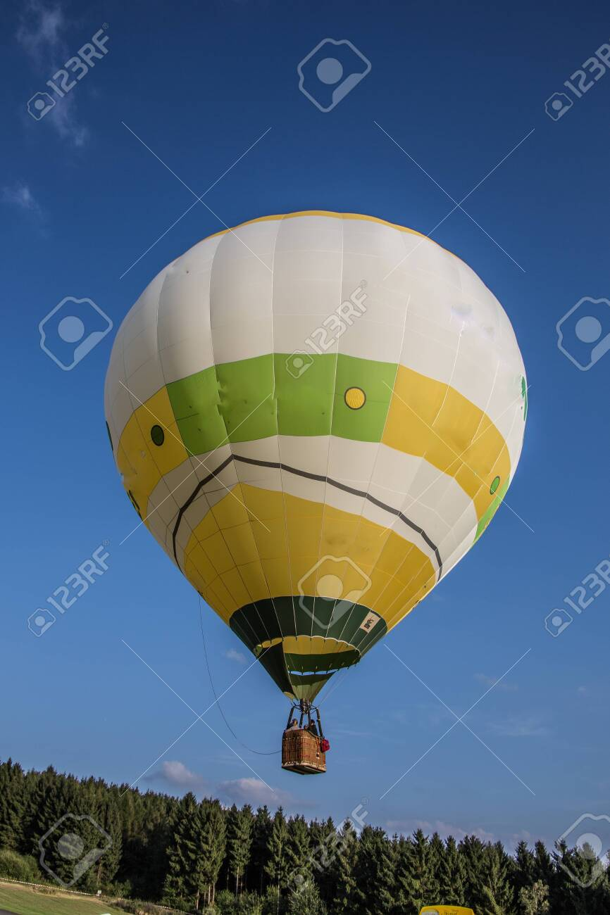 Hot air balloon before take off - 151059923