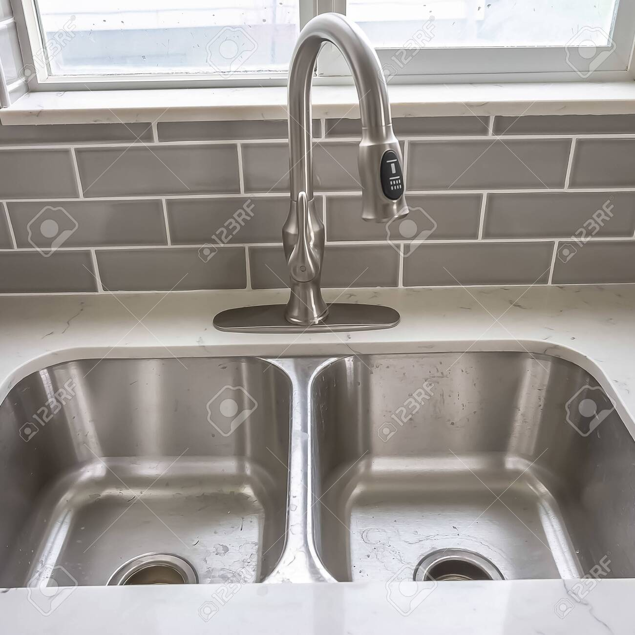 Square frame Double bowl stainless steel sink undermounted on..
