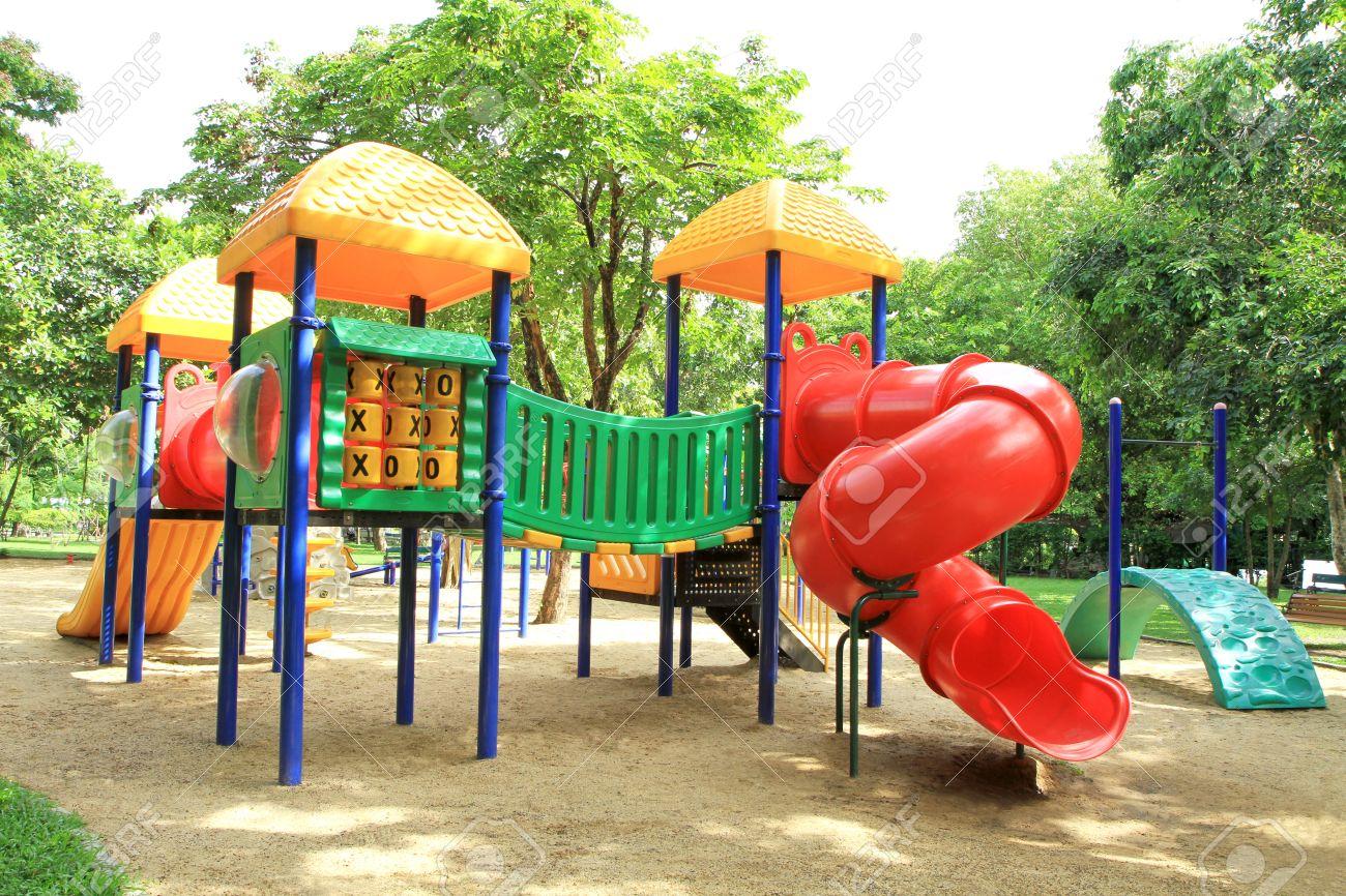 juegos para nios de colores en el parque foto de archivo