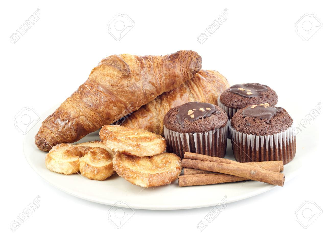 Hilo para dar los buenos días - Página 3 35820459-croissants-muffins-cookies-and-stiks-cinnamon-of-plate-isolated-on-white-background