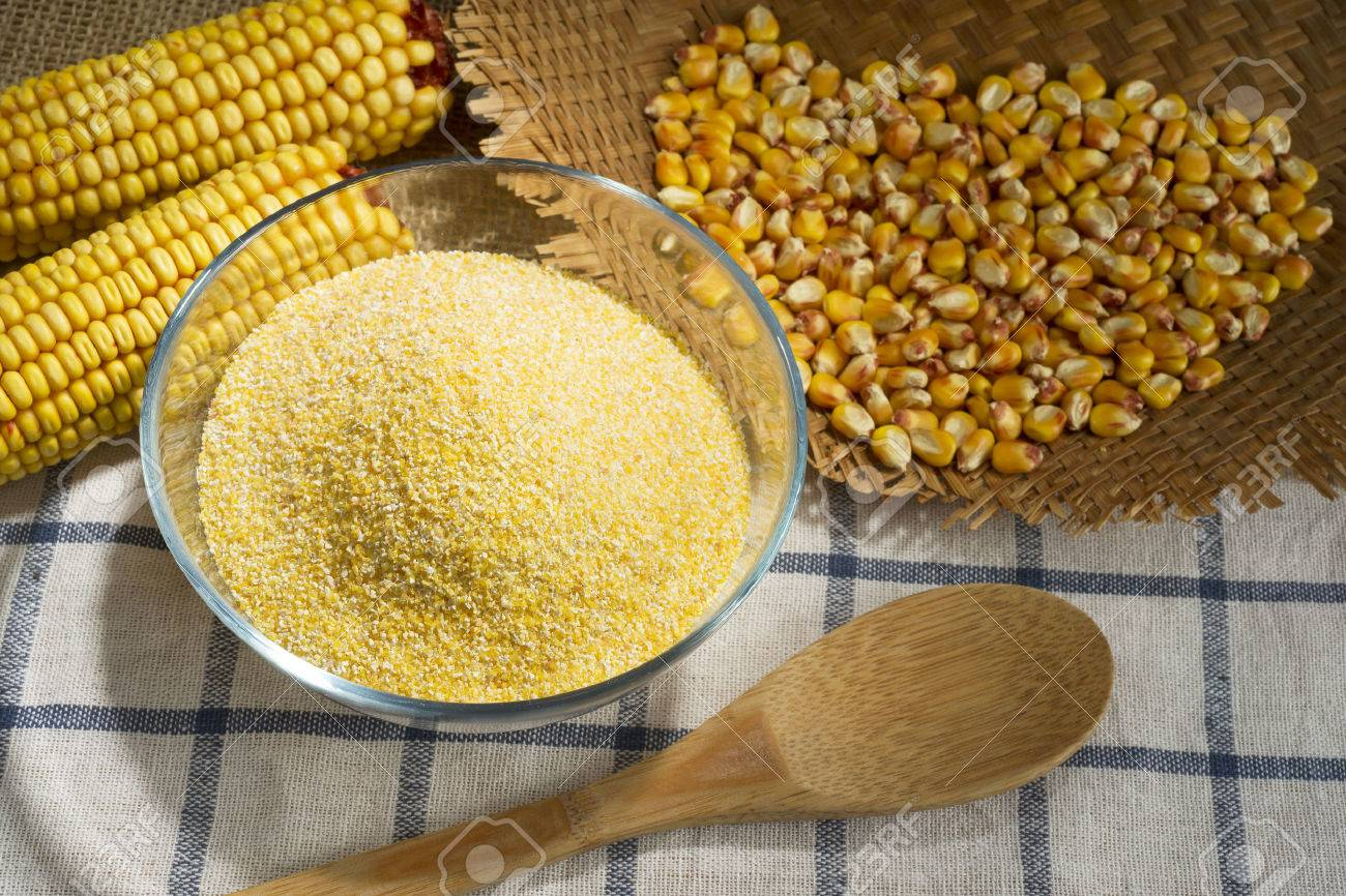 Maize and cornmeal in glass bowl - 35874693