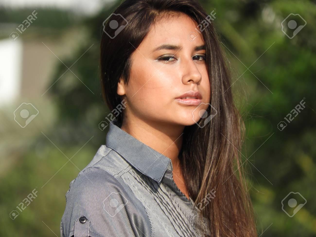 7856e8599de Mujer Peruana Bajo Estrés Fotos, Retratos, Imágenes Y Fotografía De ...