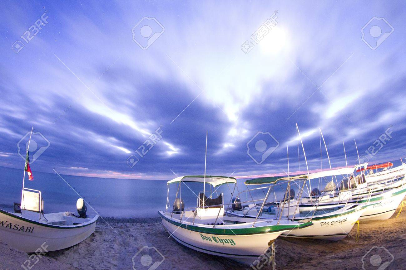 stars at night of the ocean and boats in baja california sur, mexico Stock Photo - 16781926