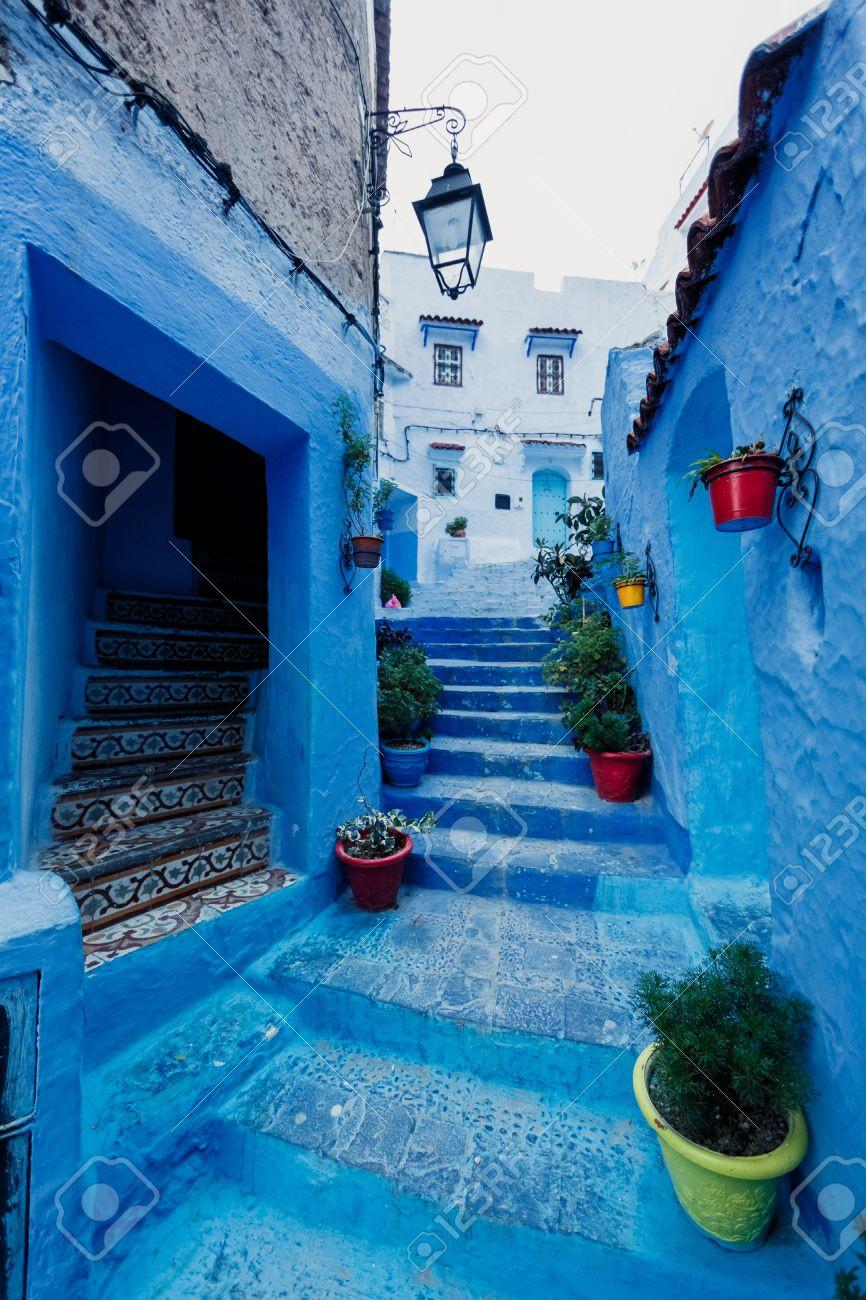 Una De Las Calles De Chefchaouen En Marruecos Todas Las Casas Y Las - Paredes-pintadas-de-azul