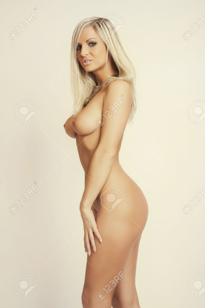 nackte blonde Mädchen