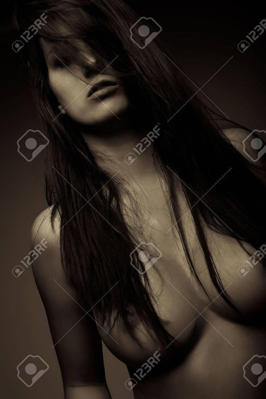 Grosse bite cum sur seins