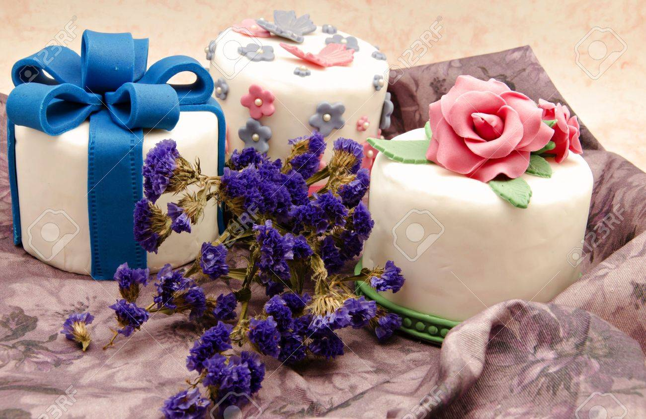 Cake decorated with fondant Stock Photo - 17332933