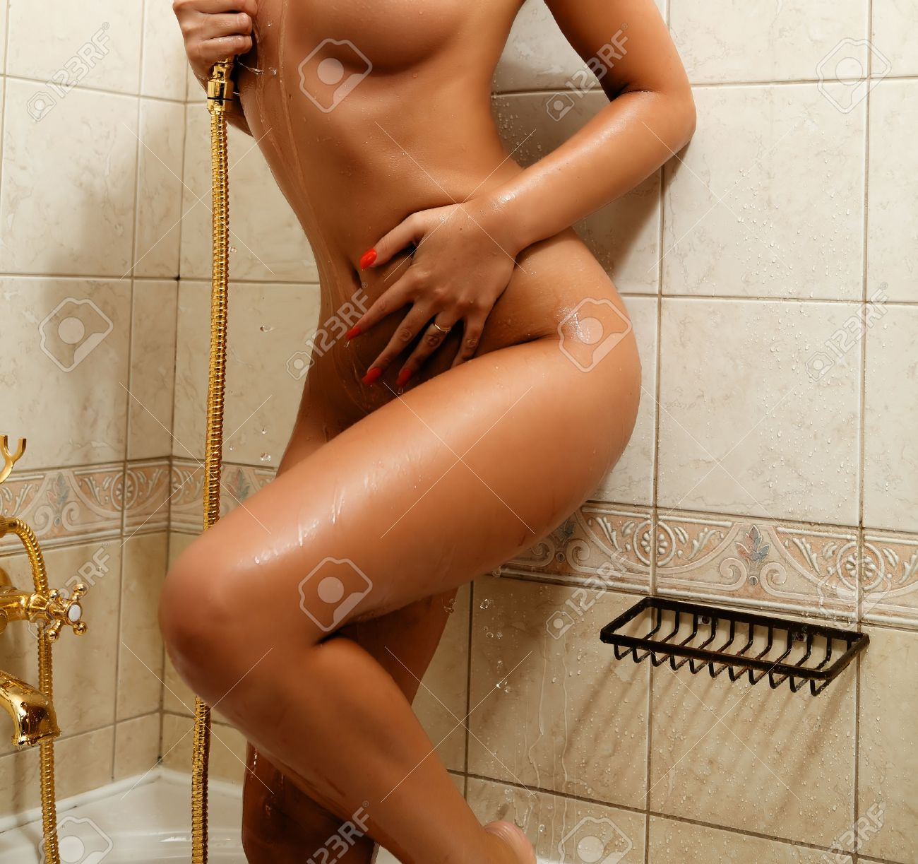 Sexy Mujer Desnuda Masturbándose En La Ducha