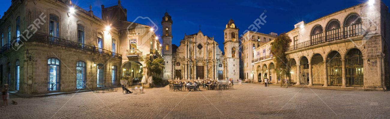 Resultado de imagem para plaza de la catedral havana