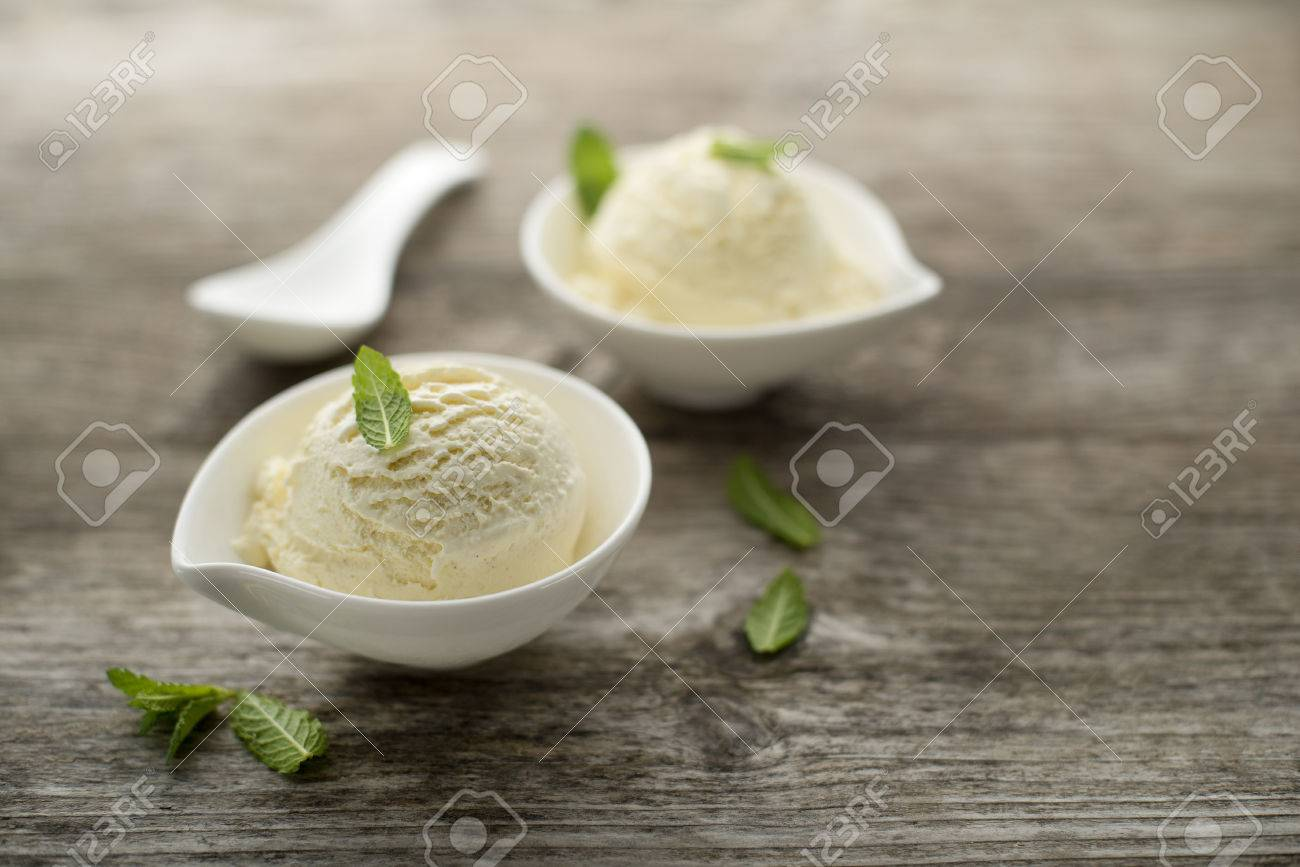 Ice cream on a wooden close up - 39902974