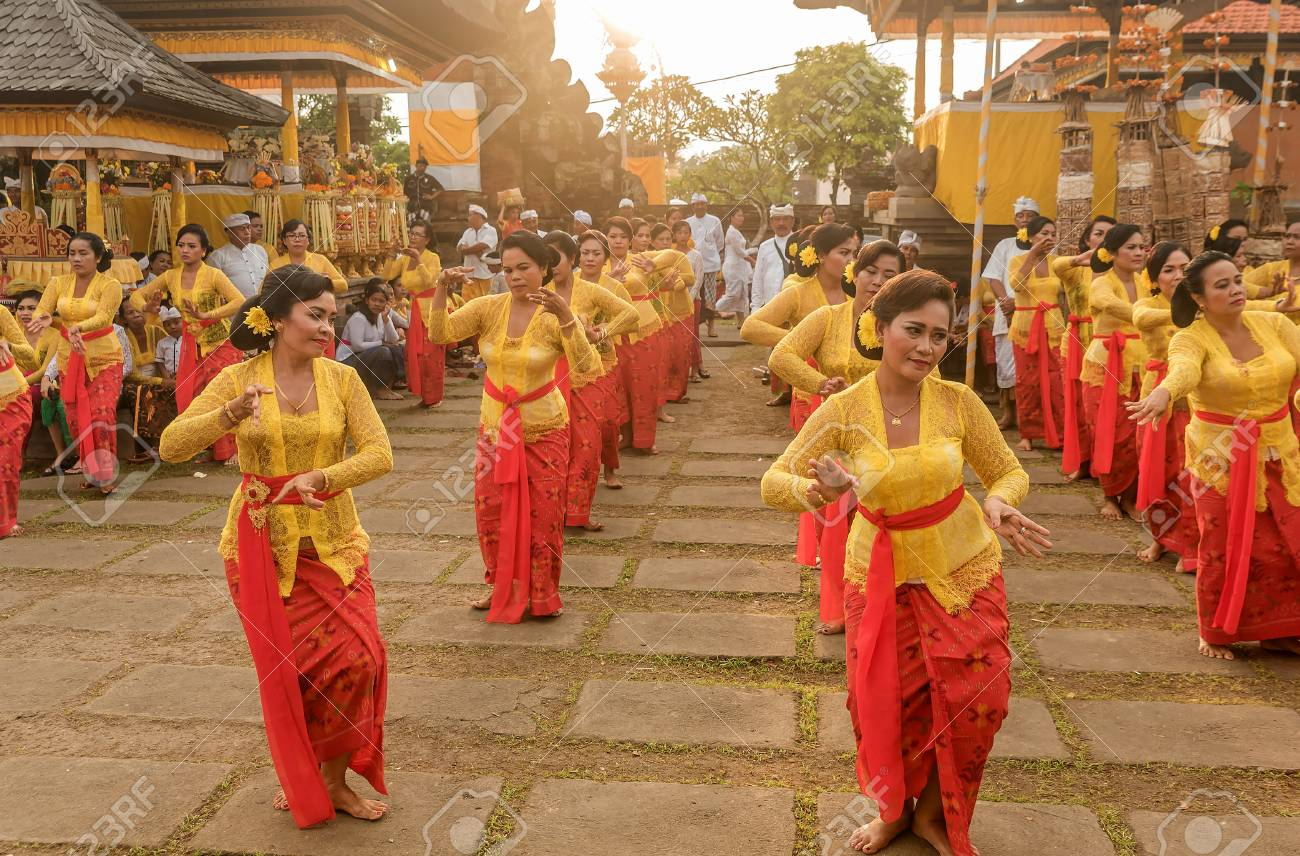 Bali Indonesia March 5 2018 Beautiful Indonesian People Group