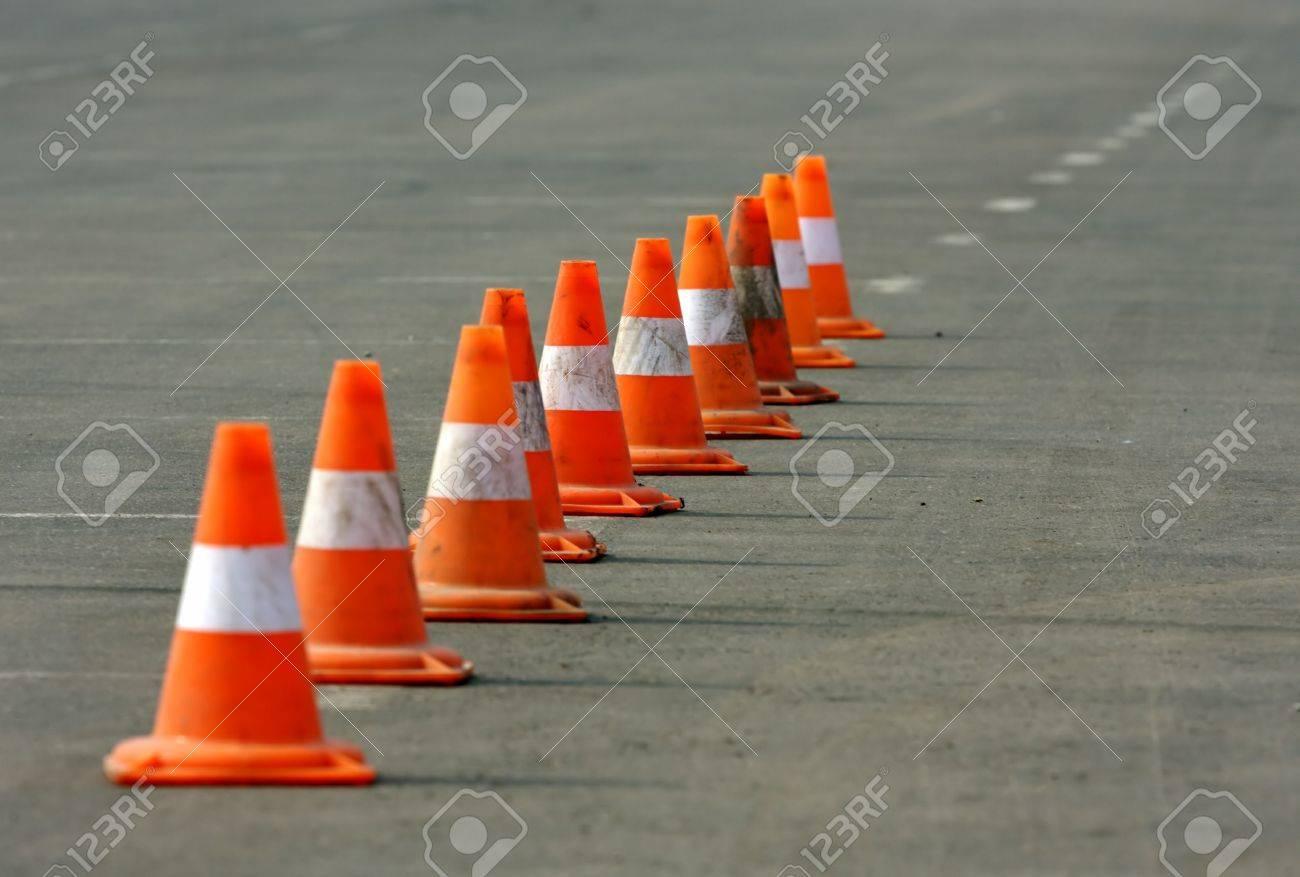 Construcción de conos.  Foto de archivo - 2874517