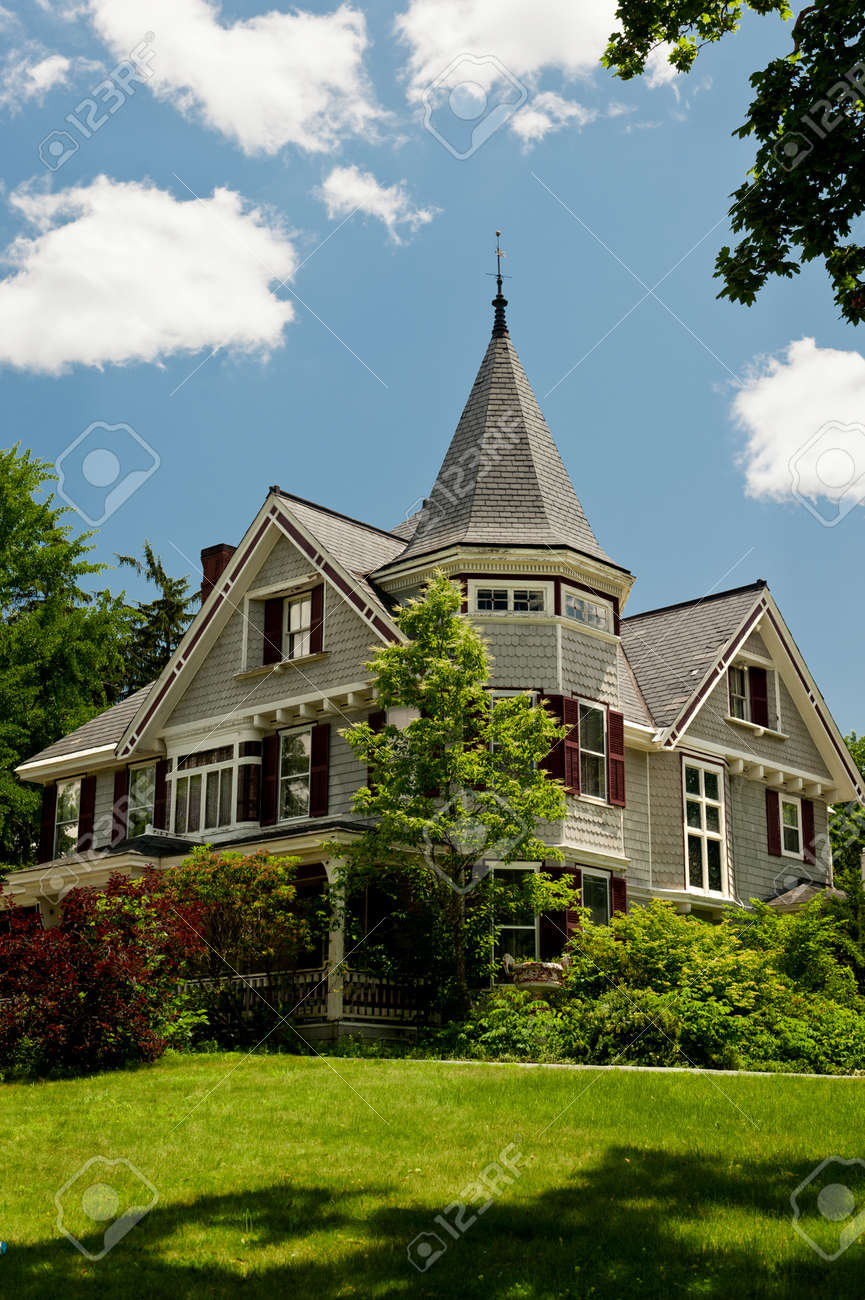 A Queen Ann Style Victorian House In Rural New Hampshire Stock Photo