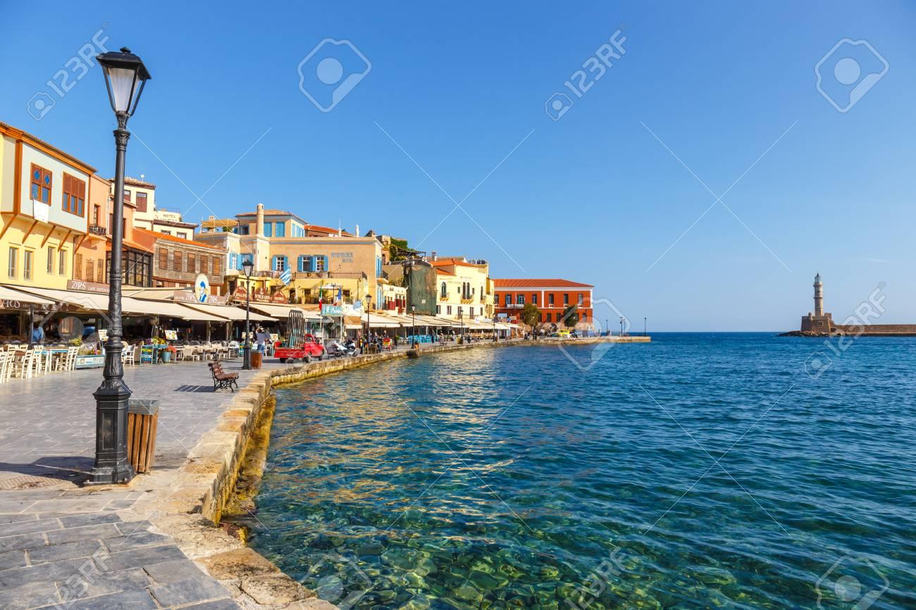 Grecia y sus islas, contadme algo, venga 60040671-chania-creta-25-de-mayo-2016-vista-de-la-ma%C3%B1ana-del-viejo-puerto-en-chania-grecia-chania-es-la-segunda-