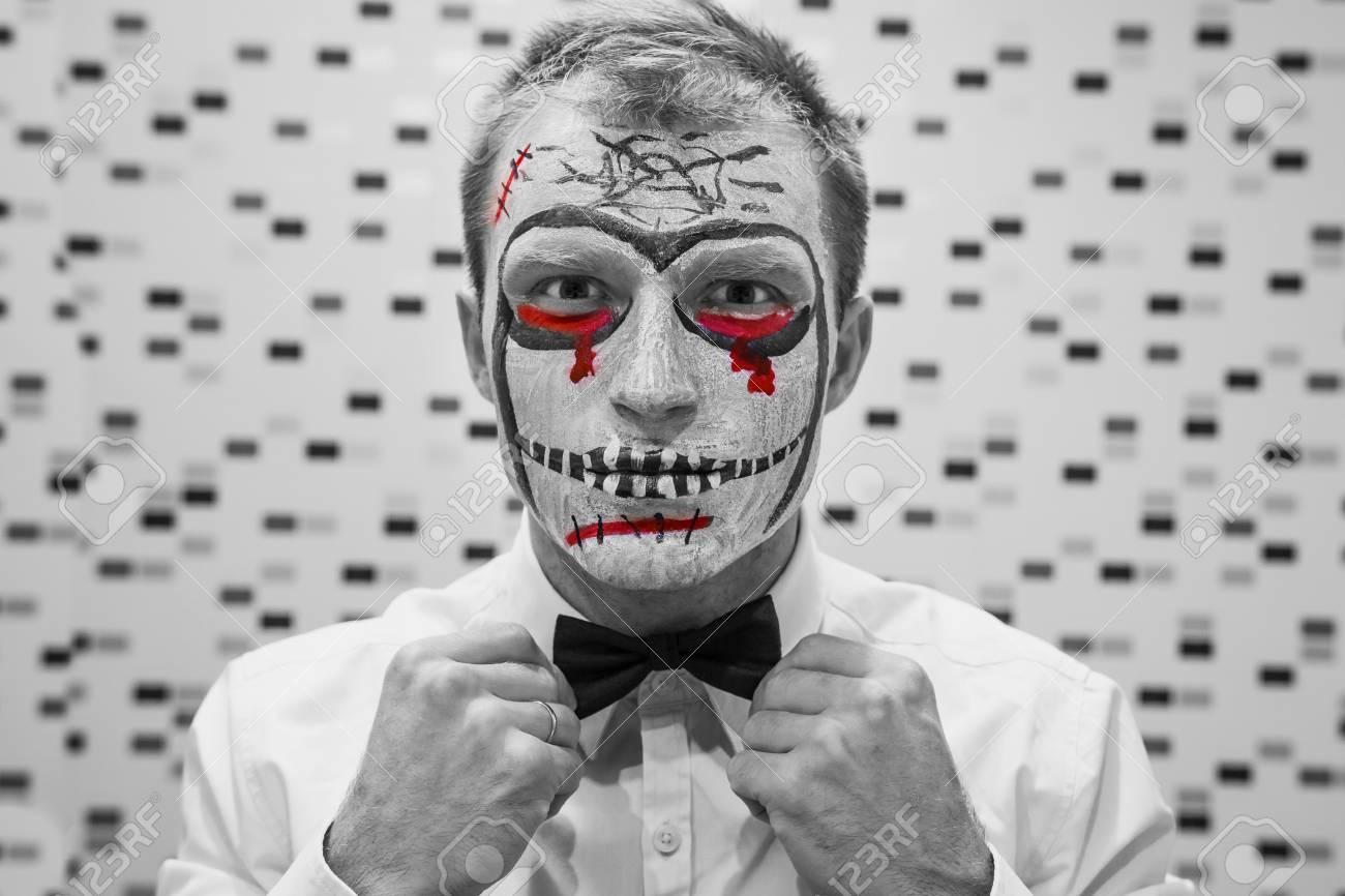 Halloween-Gesichtskunst. Portrait Des Mannes Auf Halloween-Party ...
