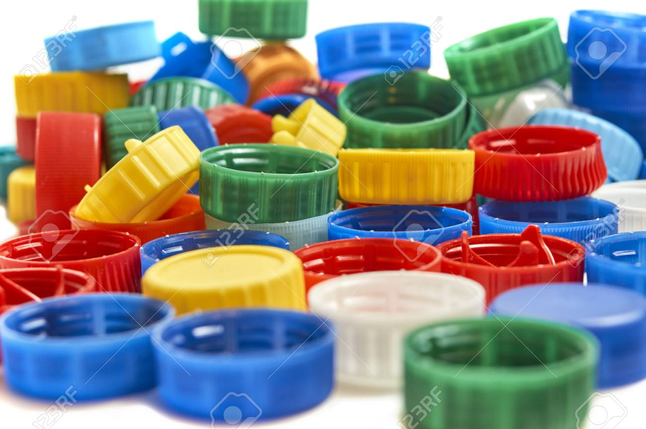 Foto de archivo - Pila de tapas de botellas de plástico coloridas aisladas  sobre fondo blanco a13cfdb7c10a
