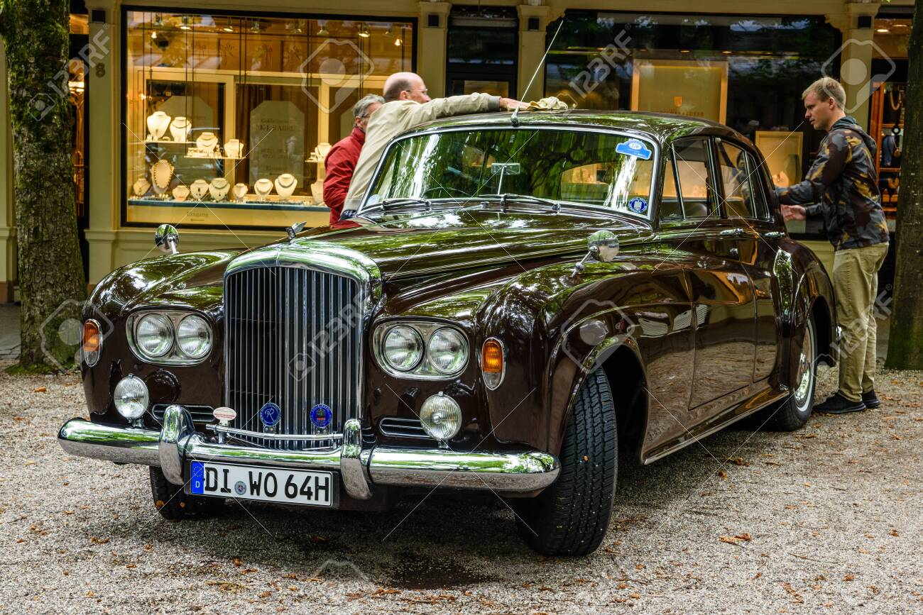 Baden Baden Germany July 2019 Dark Brown Crewe Rolls Royce Stock Photo Picture And Royalty Free Image Image 142584617