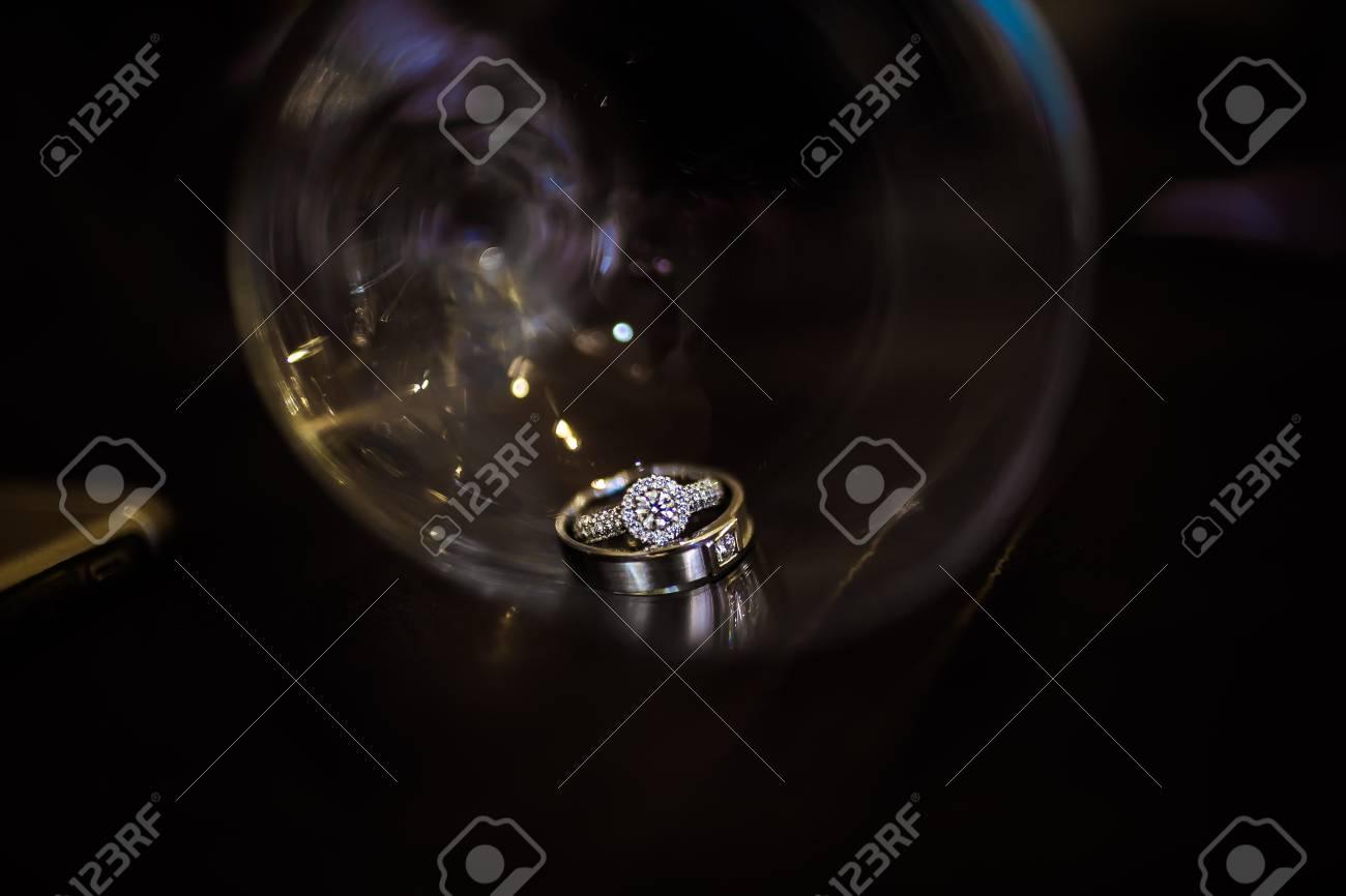 Hochzeit Ringe Hochzeit Ringe In Das Glas Iin Schwarz Und Weiss